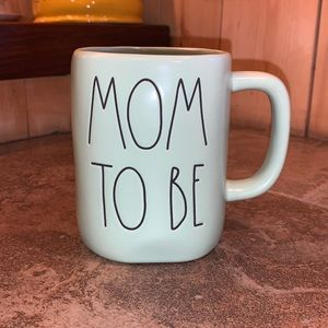 "Rae Dunn ""Mom To Be"" Mug"